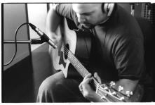 bw_brett_studio_guitar03