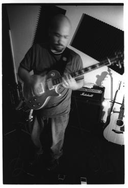 bw_brett_studio_guitar08